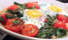 Baked Eggs with Spinach and Tomato Recipe. Healthy and sounds delicious. Really have become a fan of the roasted tomato! Brunch Recipes, Breakfast Recipes, Vegetarian Recipes, Dinner Recipes, Healthy Recipes, Brunch Ideas, Breakfast Ideas, Healthy Foods, Yummy Recipes