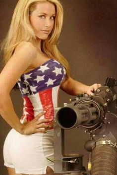 Here you find very hot and dangerous Women & Guns, Military Girls, IDF Roses. American Pride, American Women, American Girl, Military Women, Military Army, Military Personnel, Girl Photos, Ideias Fashion, Sexy Women