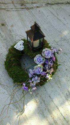 Funeral Flowers, Arte Floral, Deco Table, Ikebana, Flower Decorations, Flower Arrangements, Lanterns, Diy And Crafts, Christmas Wreaths