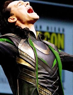 Tom Hiddleston cosplays Loki at SDCC2013 | They have excellent dental work in Asgard :P | Tom Hiddleston in full TDW costume (July 21, 2013).