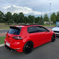 RED GOLF R 🔥 . Follow: @vwclubtrcom 📷: @orhan_genceboy . #golf7r #golfr #golf7gti #golfgti #golf7 #vwgolf #golf #vw #volkswagen #golf8 Vw Golf R Mk7, Golf 7 Gti, Beetles Volkswagen, Volkswagen Golf Mk2, Gti Mk7, Top Luxury Cars, Porsche 356, Car Engine, Vw Camper