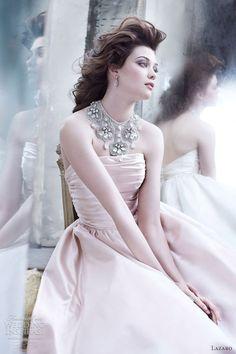 """Hai sắc màu váy cưới """"hot"""" nhất Thu/Đông 2012"""