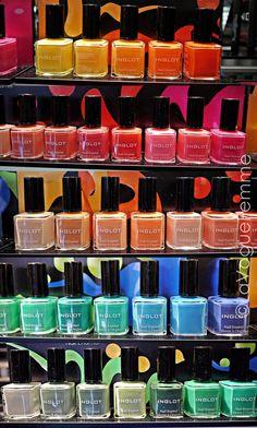 De nagellak van Inglot.. Alle kleuren van de regenboog!
