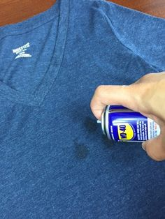 Remove Oil Stains from Your Shirt with a Simple Trick – Useful Tips For Home Remove Oil Stains, Grease Stains, Diy Cleaning Products, Cleaning Hacks, Housekeeping Tips, Wd 40, Laundry Hacks, Green Cleaning, Clean House