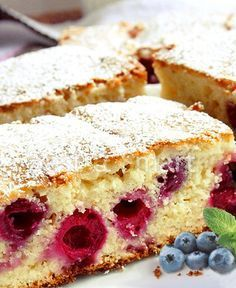 Prajitura cu cirese- everyone should try Romanian food pastries! Delish - Food and drinks interests 13 Desserts, Sweets Recipes, Cake Recipes, Cooking Recipes, Romanian Desserts, Romanian Food, Romanian Recipes, Good Food, Yummy Food