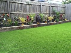38 Marvelous Backyard Fences Design Perfect for Your Decoration Small Backyard Landscaping, Backyard Garden Design, Small Garden Design, Backyard Fences, Landscaping Ideas, Railway Ties Landscaping, Fenced In Backyard Ideas, Oasis Backyard, Landscaping Along Fence
