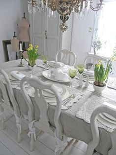 ❥painting Queen Anne chairs/table turns traditional into shabby country chic