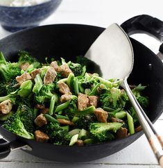 Stir-fried Pork and Broccoli with Garlic Ginger Sauce - Canola oil's healthy fat content makes it ideal for lighter dishes and cooking methods Sauce Recipes, Diet Recipes, Cooking Recipes, Healthy Recipes, Diabetic Recipes, Recipies, Pork Broccoli, Broccoli Recipes, Ginger Sauce