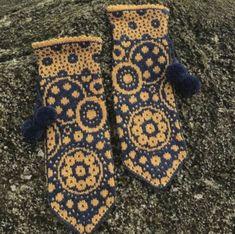 67 New ideas crochet christmas stocking pattern fair isles Crochet Mittens, Crochet Gloves, Mittens Pattern, Knitted Hats, Ravelry Crochet, Baby Mittens, Fingerless Mittens, Crochet Christmas Stocking Pattern, Christmas Knitting