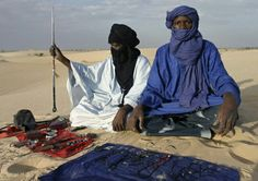 Tuareg Berbers traders in Timbuktu Tuareg People, Zulu, African History, People Around The World, Deserts, Pride, Recherche Google, Roots, Photographs