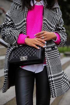POP of color-lug blk and hot pink Chanel bag,dark jeans- Estilo Fashion, Look Fashion, Fashion Outfits, Womens Fashion, Pink Sweater Outfit, Hot Pink Sweater, Fall Winter Outfits, Autumn Winter Fashion, Winter Style