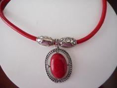 Collar en cuero rojo, Cuero rojo liso, Colgante ovalado, Collar para mujer, Collar para jovenes Cuero, Collares de PekitasCreations en Etsy