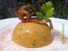 La courgette, la courgette…toujours d'actualité dans nos assiettes ! Servie en assiette individuelle, cette panna cotta présente fort bien et constitue une belle entrée estivale (ou pa…