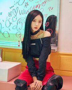'Station x reveals more 'Wow Thing' teaser images of Soyeon, Seulgi, Kim Chung Ha, and SinB Kpop Girl Groups, Korean Girl Groups, Kpop Girls, Twice Chaeyoung, Sinb Gfriend, Kim Jisoo, K Pop Music, 90s Hairstyles, G Friend
