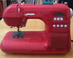 naaimachine en twee rolletjes masking tape (verkrijgbaar bij papiermier.be)