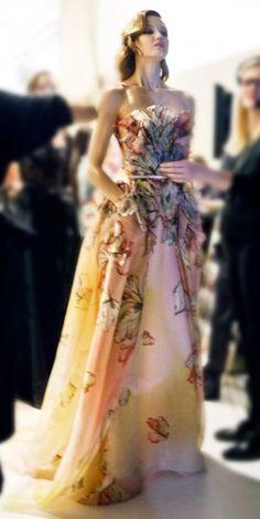 ELIE SAAB Backstage - Haute Couture Spring Summer 2015 - masterful. Via @wiesje12. #ElieSaab #gowns