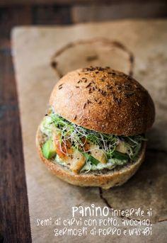 - VANIGLIA - storie di cucina: Panino integrale ai semi di carvi con pollo rosolato, wasabi e germogli di porro.