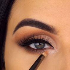 Stunning eye makeup idea by Smoke Eye Makeup, Shimmer Eye Makeup, Eyebrow Makeup Tips, Makeup Tutorial Eyeliner, Eye Makeup Steps, Eye Makeup Art, Makeup Videos, Eyeshadow Makeup, Brown Eyeshadow Tutorial
