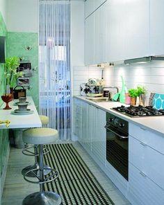 Køkkenalrum i størrelse xtra-small Kitchen Design Small, Condo Kitchen, Kitchen Design, Small Galley Kitchens, Kitchen Renovation, Modern Kitchen, Kitchen Dinning, Narrow Kitchen, Apartment Kitchen