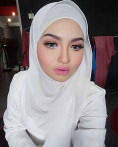 hijabi konak #ilusimata Girl Hijab, Hijab Outfit, Muslim Fashion, Hijab Fashion, Hijab Tutorial, Sisters, Hot, Sexy, Girls