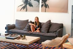Sara Beltrán:旅の思い出をちりばめたサーフロッジ Surfing, Interior Decorating, Couch, Culture, Room, Furniture, Home Decor, Interior Styling, Bedroom