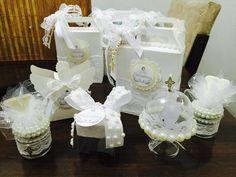 Kit batizado personalizado com 50 peças:    10 caixinhas-surpresa  10 mini cúpulas  10 caixinhas acetato  10 potinhos de vidro 40gr  10 caixas anjo    ***Fazemos em qq cor;  ***Embalagens vão vazias;    Consulte disponibilidade.