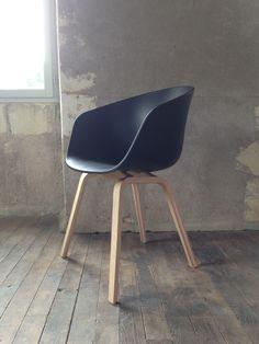 chaise About A Chair - coque plastique avec accoudoirs - Hay design