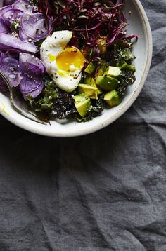 RAW KALE CAESAR WITH BEET MICROGREENS, AVOCADO & POACHED EGG — SK Raw Food Recipes, Salad Recipes, Vegetarian Recipes, Cooking Recipes, Healthy Recipes, Vegetarian Salad, Beet Recipes, Avocado Recipes, Party Recipes