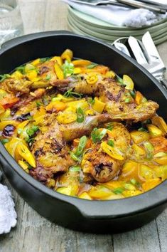 Bauernhofhuhn mit gelbem Curry und Zitrone Pascale Naessens – Yoyoholic – Join in the world of pin Tupperware Ultra Pro, Bio Food, Vegan Junk Food, Feel Good Food, Go For It, Vegan Kitchen, Best Dinner Recipes, Happy Foods, Asian Cooking