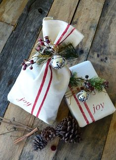 Christmas, Gift Wrap, Presents, Holiday Gifts, Gift Wrapping Ideas, Presentation, Gifting, Pretty Presents, Kraft Paper
