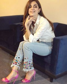 Maya Ali Biography is full of amazing performances she's given so far. The lady has no doubt conquered the Pakistani industry with her blockbuster dramas. Pakistani Hair, Pakistani Actress, Pakistani Dresses, Classy Outfits, Cute Outfits, Work Outfits, Casual Outfits, Girl Fashion, Fashion Dresses