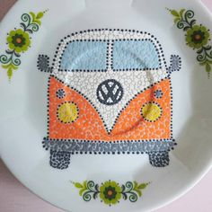 Vroem vroem 🧡💚🚙💚🧡 Hand Painted Pottery, Pottery Painting, Dot Painting, Stone Painting, Sharpie Doodles, Sharpie Crafts, Mandala Dots, Op Art, Mandala Drawing