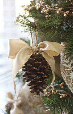 weihnachtskugeln selber machen aus tannenzapfen