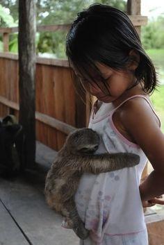 A sloth gave a hug. | 35 Magical Moments Captured With A Camera AHHHHHHH SO CUTE CANT HANDLE @sabzott