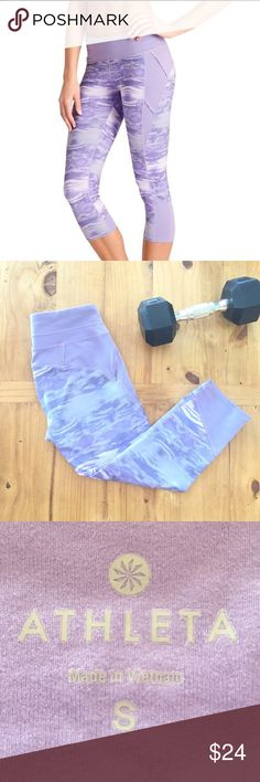 Athleta Flare Connect Capri Super duper flattering on the bum Athleta capris. Gently worn and ready for a new home. Athleta Pants Leggings