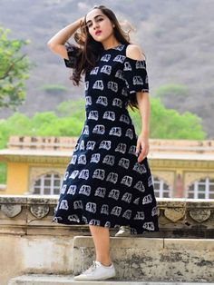 Cotton Black Printed #Indo Western Cold Shoulder Kurti Western Dresses, Western Outfits, Indian Outfits, Western Kurtis Design, Western Frock Design, Short Kurti Designs, Kurta Designs Women, Cold Shoulder Kurti, Frock Style Kurti