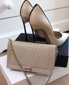 Chanel x Casadei Chanel Fashion, Fashion Bags, Fashion Shoes, Cute Shoes, Me Too Shoes, Shoe Boots, Shoes Heels, Pumps, Mode Glamour