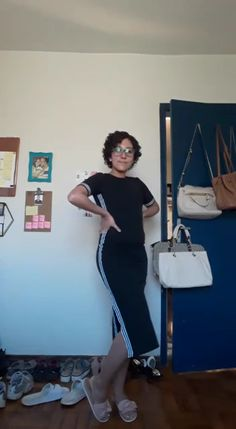 No mês de julho filmei os looks que usei, pra trabalhar de casa.  Home Office, Home Decor, Cozy Outfits, Pine Tree, Houses, Style, Decoration Home, Room Decor, Home Offices