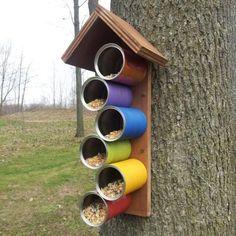 Ideas and Plans for DIY bird houses - Vogelfutter & ihr Hotelzimmer - Hotelservice - Vogelhaus Wooden Bird Feeders, Bird House Feeder, Diy Bird Feeder, Tin Can Crafts, Bird Crafts, Recycled Crafts, Animal Crafts, Homemade Bird Houses, Homemade Bird Feeders