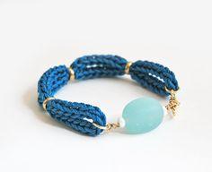 Teal sea glass bracelet glass stone bracelet knit por LeiniJewelry, €13.90