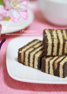 HaNa's FamiLy: Kek Batik Resep Cake, Modern Cakes, Biscuit Cake, Fudge Cake, Asian Desserts, No Bake Desserts, Baking Desserts, Food Menu, Cupcake Cakes