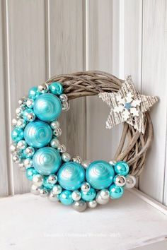 New diy christmas wreath pictures ideas Wreath Crafts, Diy Wreath, Christmas Projects, Holiday Crafts, Wreath Ideas, Wreath Making, Door Wreaths, Holiday Wreaths, Christmas Decorations