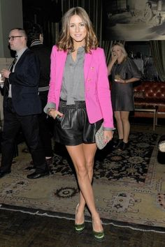 Olivia Palermo wearing Tibi Leather Shorts, Club Monaco Beaded Clutch, Zara Blazer and Charlotte Olympia Lais Shoes. Blazers Rosa, Hot Pink Blazers, Blazer E Short, Blazer And Shorts, Short Shorts, Blazer Jacket, Style Olivia Palermo, Rosa Blazer, Short Cuir