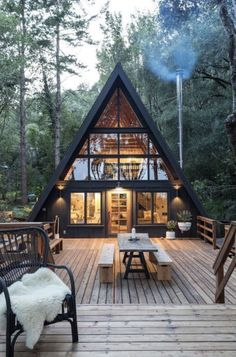 Cabin Style Homes, Tiny House Cabin, Log Homes, Cabin Design, Tiny House Design, Wood House Design, Modern Tiny House, Cabins In The Woods, House In The Woods