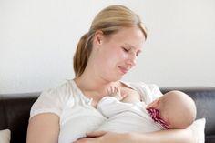 Stillen in der Öffentlichkeit ?! ... verpönt, oder die normalste Sache der Welt?  HIER LESEN: http://www.mamiweb.de/familie/stillen-in-der-oeffentlichkeit/1  #stillen #öffentlichstillen #stillkind #muttermilch #babymilch #baby #säugling #babys #milch #babyfüttern #mutter #mütter #öffentlich