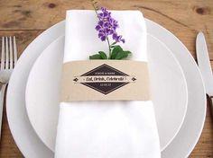Caligrafía para Mesas / Calligraphy for tables DIY Napkin Bands by Stelloberry Designs | Simply Peachy Wedding Blog