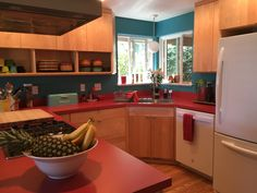 Kitchen Colors, Kitchens, Kitchen Cabinets, Table, Furniture, Home Decor, Centerpieces, Mesas, Decoration Home