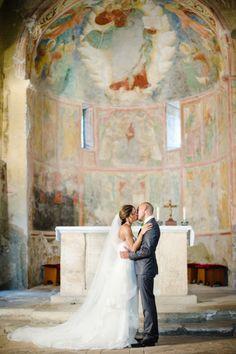 Destination wedding inspiration in Umbria, Italy: http://www.stylemepretty.com/2014/07/10/destination-wedding-inspiration-in-umbria-italy/ | Photography: http://www.squaresvillestudios.com/