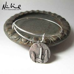 This charming Craigh Na Dun bracelet.