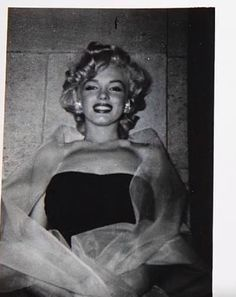 Hello and Welcome to the Marilyn Monroe Fan Site. Take a peek through the fine collection of Marilyn Monroe videos, photographs and gifs. Hollywood Glamour, Classic Hollywood, Old Hollywood, Hollywood Actresses, Timeless Beauty, Classic Beauty, Marilyn Monroe Photos, Marilyn Monroe Style, Marilyn Monroe Movies